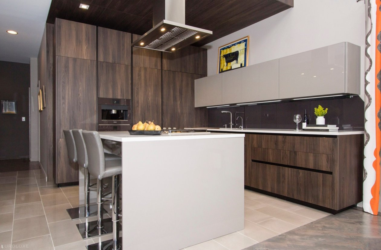 AK_02 Walnut Laminate kitchen with Glossy Lacquered wall cabinets